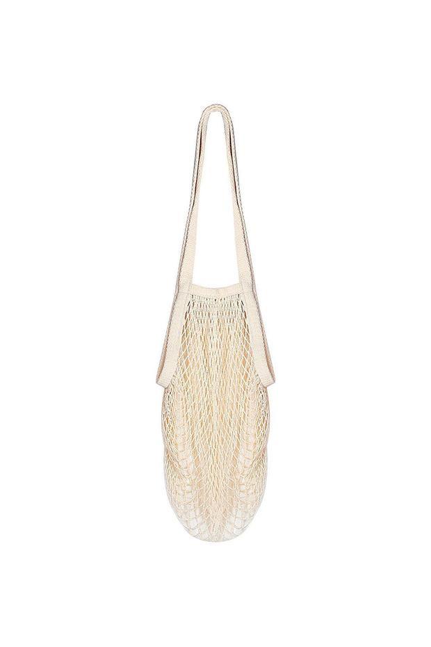 Có khả năng chứa đồ siêu hạng, không dùng đến có thể cuộn lại cất gọn gàng - kiểu túi bện dây thừng của Bailuoni sẽ là trợ thủ đắc lực cho nhiều cô gái trong mùa hè. Giá của item này cũng cực kỳ phải chăng, chưa đến 7$, tầm 150 nghìn đồng.