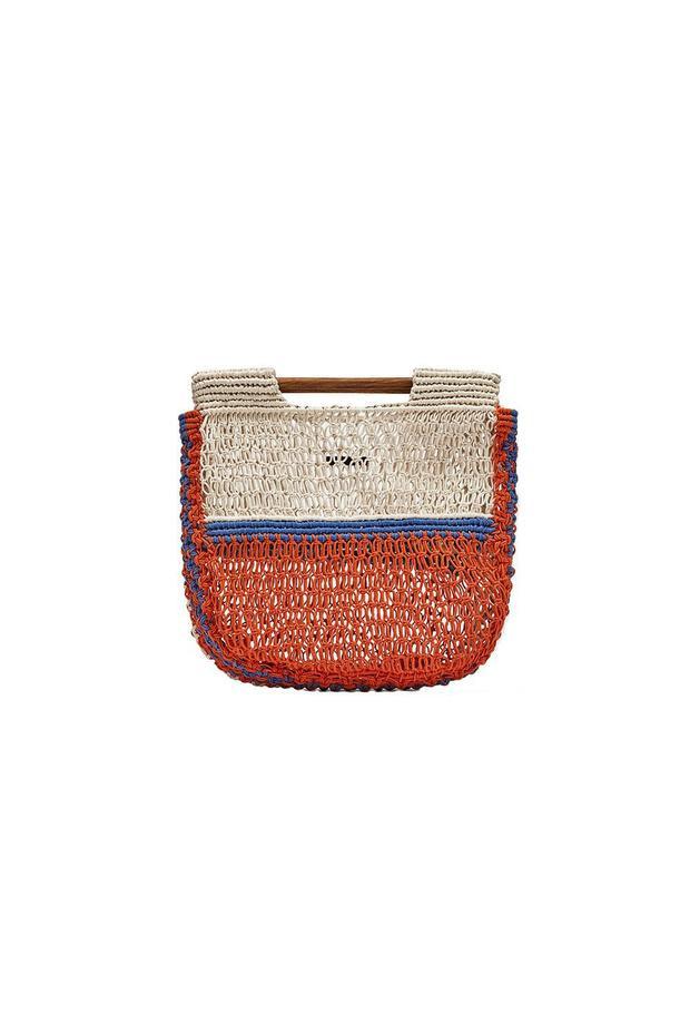 Đến túi đan móc, quai ngang của Zara có giá là 50$ - tầm 1 triệu đồng đều là những items đang được rất nhiều cô nàng đặt mua trên mạng.