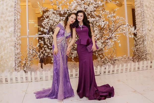 Nữ hoàng Sắc đẹp Trần Huyền Nhung đấu giá thành công trong đêm nhạc gây quỹ từ thiện