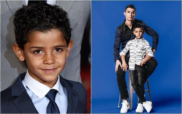 Cristiano Jr - quý tử của CR7 đã bắt đầu học cách để trở thành một quý ông lịch lãm như bố chứ không còn là cậu bé con có gương mặt bụ bẫm như ngày nào nữa.