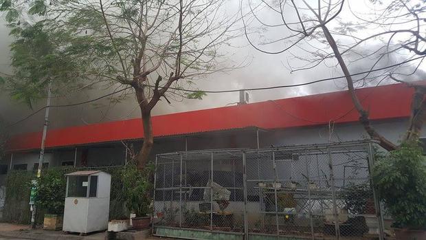 Hoảng loạn khi khói lửa bao trùm nhà hàng Sive beer Club