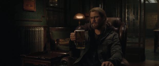 Thor được đề nghị giúp đỡ bởi Doctor Strange.