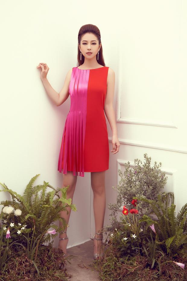 Chiếc váy bất đối xứng tưởng chừng khó mặc, nhưng đã được người đẹp khéo léo phối cùng cao gót quai mảnh cùng hoa tai dáng dài, đem lại tổng thể thời thượng.