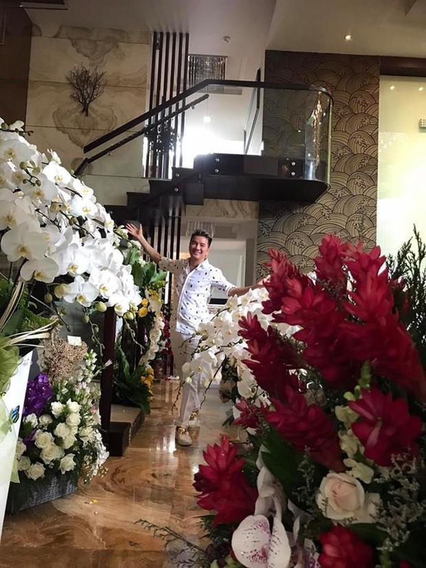Ngôi nhà ngập tràn sắc hoa của nam ca sĩ.