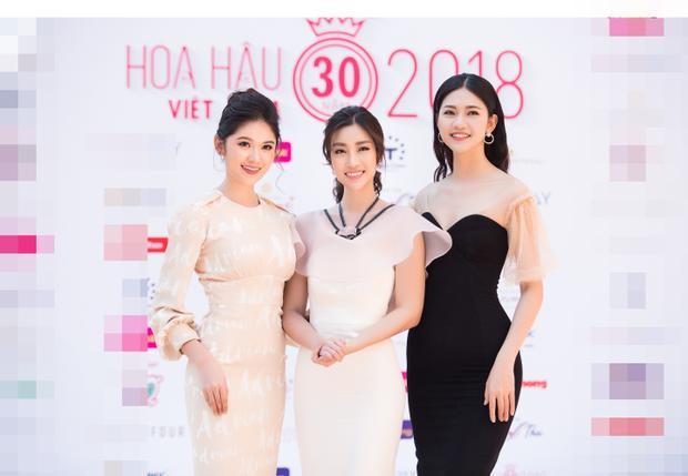 Top 3 Hoa hậu Việt Nam 2016 rạng rỡ trong buổi gặp gỡ các bạn sinh viên.