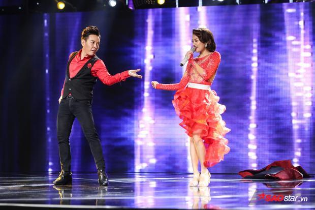 Đoàn Việt Phương thể hiện khả năng vũ đạo tại đêm thi Thách đấu cùng Hà Thu.