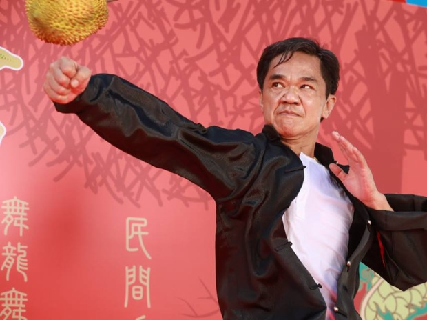 Huỳnh Quang Lượng trong một cảnh biểu diễn võ thuật điêu luyện