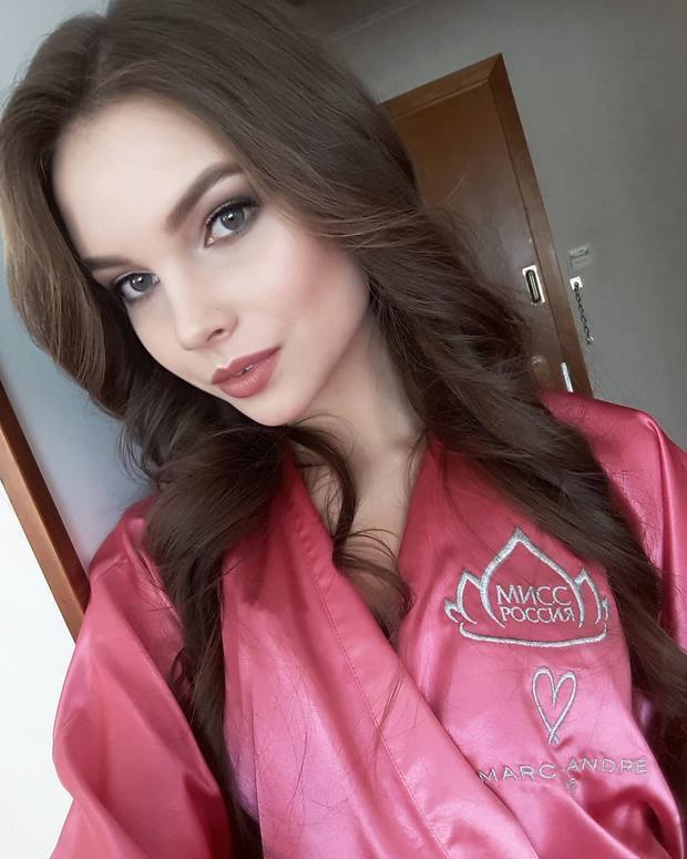 Người đẹp là một thành viên của đội tuyển quốc gia vùng Cộng hòa Chuvashiya môn thể dục nhịp điệu, và từng đoạt Huy chương vàng.