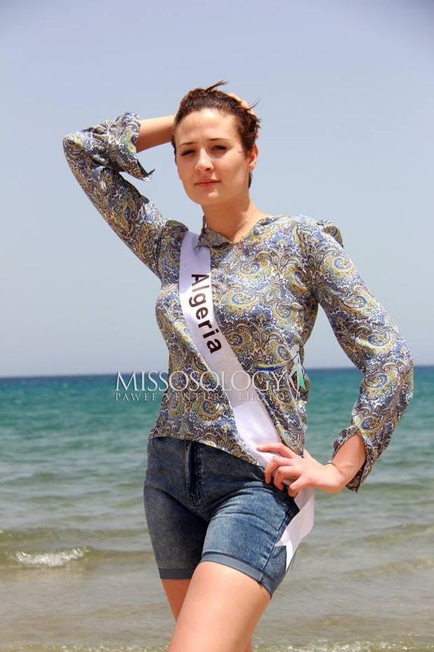 Diện bộ trang phục này trong phần chụp hình bikini, đại diện Algeria có vẻ như đã chọn nhầm trang phục.