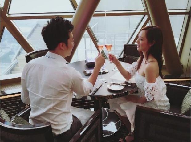 Một trong số hình ảnh hiếm hoi mà hoa hậu Hong Kong chia sẻ về bạn trai tài giỏi của mình trên mạng xã hội