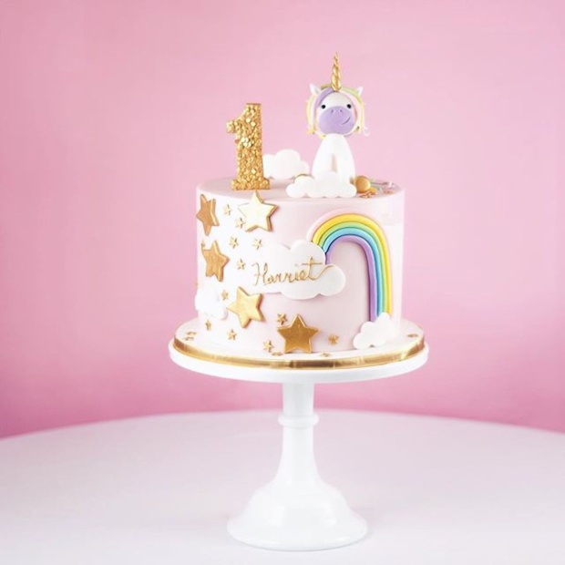 Sinh nhật tặng bánh kem xưa như Diễm rồi, muốn chơi trội thời nay phải chọn loại chất chồng đầy tiền phủ bên trên
