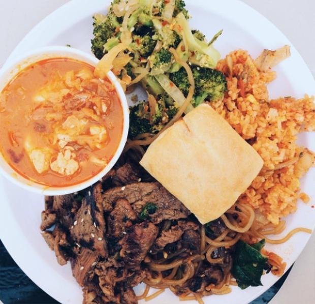 Nếu bạn muốn một chút hương vị thịt nướng Hàn Quốc ăn kèm cơm và kim chi thì cũng có luôn!