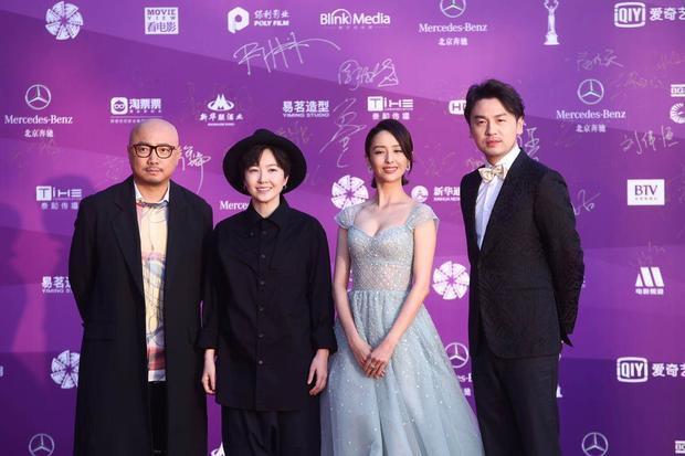 """Dàn diễn viên của """"Siêu thời không ở chung"""" bao gồm Selune, Đồng Lệ Á, Lôi Giai âm, và Từ Tranh (từ phải qua trái)."""