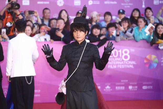 Trần Chí Bằng được ví là phiên bản lố lăng của Lady Gaga