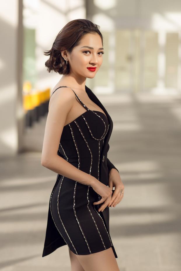 Trang phục của Bảo Anh trong chuyến đi lần này do stylist Kelbin Lei đảm nhận.