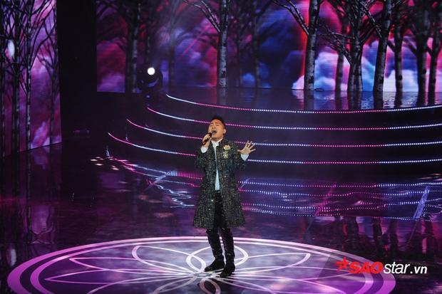 Tùng Dương đốn tim khán giả bởi giọng ca đầy nội lực.