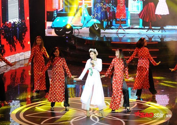Nữ ca sĩ diện áo dài trắng, sôi động cùng concept Cô Ba Sài Gòn.