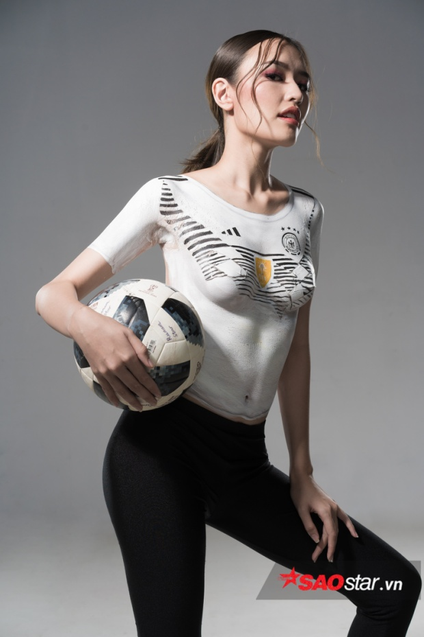 Phương Chi The Face khoe nhan sắc tuyệt đẹp với bộ ảnhbody painting để cổ vũ cho tuyển Đức.