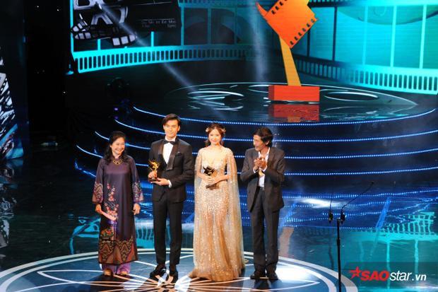 Nhan Phúc Vinh và Midu nhận giải Nam nữ diễn viên phụ xuất sắc nhất.