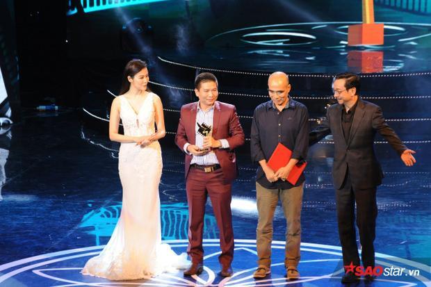 Đạo diễn Thương nhớ ở ai nhận giải thưởng lớn.