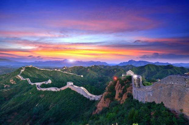 Vạn Lý Trường Thành là bức tường thành nổi tiếng của Trung Quốc.Trước đây, Vạn Lý Trường Thành có rất nhiều tên gọi khác nhau như rào chắn, pháo đài hay Rồng đất… Mãi đến thế kỷ XIX, công trình này mới chính thức được đặt tên là Vạn Lý Trường Thành.