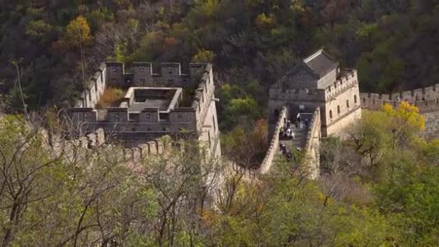 Lý giải về việc Vạn Lý Trường Thành ngàn năm không đổ, các nhà khoa học Trung Quốc nhất loạt khẳng định rằng, ngoài đất và đá, bức tường này còn được xây dựng bằng vữa gạo nếp. Loại vữa này được tạo ra từ cháo gạo nếp và vữa tiêu chuẩn. Theo một số đánh giá, vữa gạo nếp còn chắc chắn hơn xi măng ngày nay. Vào thời cổ đại, loại vữa này cũng được dùng để xây dựng những công trình kiến trúc lớn như lăng mộ, tháp ngọc, xây tường thành…