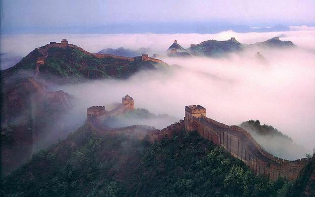 """Vạn Lý Trường Thành nằm trong các danh sách """"Bảy kỳ quan thời Trung cổ của Thế giới"""". Ngoài ra, công trình này cũng được UNESCO công nhận là Di sản thế giới từ năm 1987."""