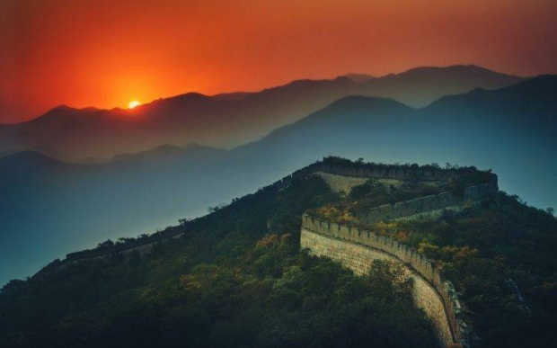 Nơi rộng nhất của bức tường thành là30 m, nơi cao nhất là 3,65 m. Điểm cao nhất của Trường Thành (đỉnh tháp canh) là 7,9 m.Ước tính có khoảng 25.000 tháp canh được xây dựng dọc theo bức tường.