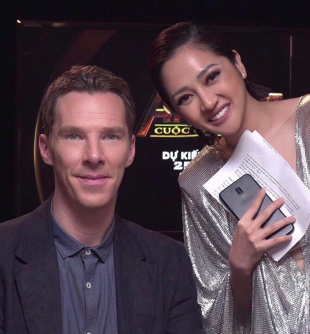Trước đó, cô cũng đã chụp ảnh cùng Benedict Cumberbatch (Stephen Strange/Doctor Strange).