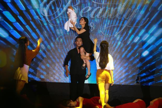 Tiết mục nhạc kịch nhiều nước mắt của Nguyễn Thùy Dương.