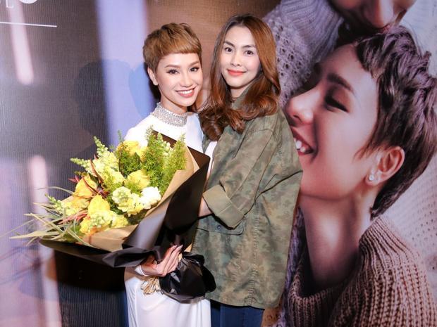 Tăng Thanh Hà xuất hiện ủng hộ bạn thân khi ra mắt MV.