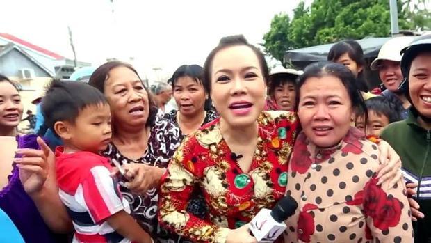 Bà mẹ chồng của năm: Con dâu đau đẻ không quan trọng, quan trọng là được gặp Việt Hương