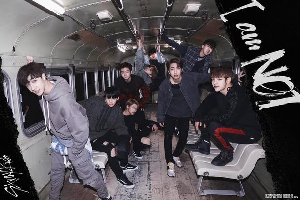 Stray Kids - boygroup mới debut của JYP cũng chung số phận.