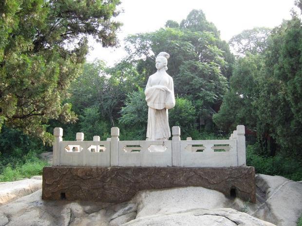 Tượng Mạnh Khương Nữtại quận Sơn Hải Quan, tỉnh Hà Bắc. Ảnh: Baidu