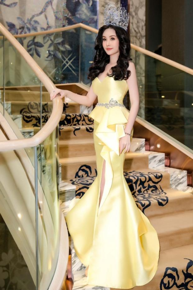 Tham gia buổi tiệc do ban tổ chức cuộc thiHoa hậu Đại dương Việt Nam 2017tổ chức. Xuất hiện với chiếc vương miện sáng rực trên đầu,hoa hậu Đại Dương ghi điểm bởi sự thay đổi rõ rệt về nhan sắc. Người đẹp diện chiếc váy được cắt xẻ tinh tế tông màu vàng chanh tôn lên làn da trắng cùng vóc dáng gợi cảm.