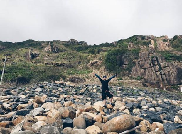 Nơi đây có những vách đá sừng sững nhưng lại mang vẻ đẹp mê mẩn. Ảnh:@ im.thinhpn