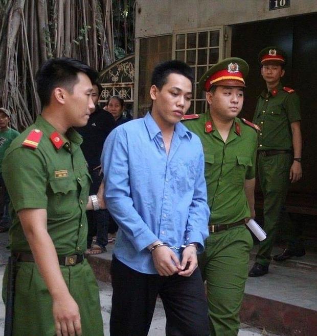 Bị cáo Bình được dẫn giải về trại giam sau phiên xử. Ảnh: Pháp Luật.
