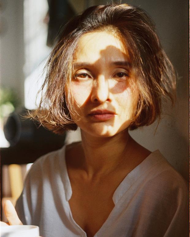 Ai mà ngờ bà mẹ U50 lại đẹp xuất sắc thế này trước ống kính của cô con gái 18 tuổi cơ chứ!