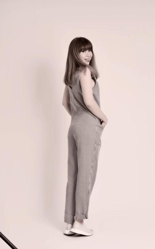 Ca khúc được sáng tác bởi nhạc sĩ Lưu Thiên Hương hứa hẹn tạo trend ngay từ tựa đề Nâng được thì buông được.