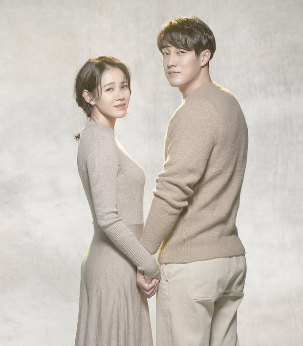 So Ji Sub -Son Ye Jin: Một trong những cặp đôi được yêu thích nhất trên màn ảnh Hàn trong thời điểm hiện tại.