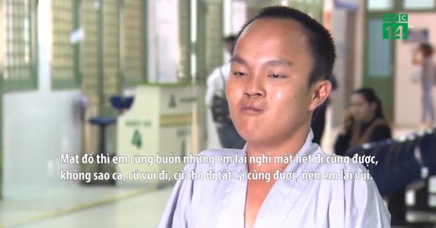 Dù bị cướp đồ, gặp nhiều vất vả trong quá trình đi bộ xuyên Việt, nhưng chưa khi nào chàng trai này có ý định bỏ cuộc.