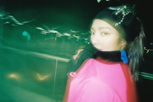 Nữ tân binh nhà SM debut hoành tráng với hẳn 2 phiên bản MV 'hở bạo'