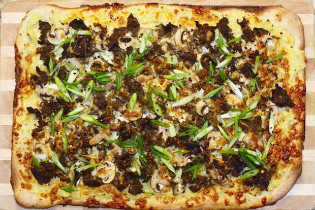 Không ngờ đi qua mỗi quốc gia món bánh pizza lại biến hóa khôn lường đến như thế