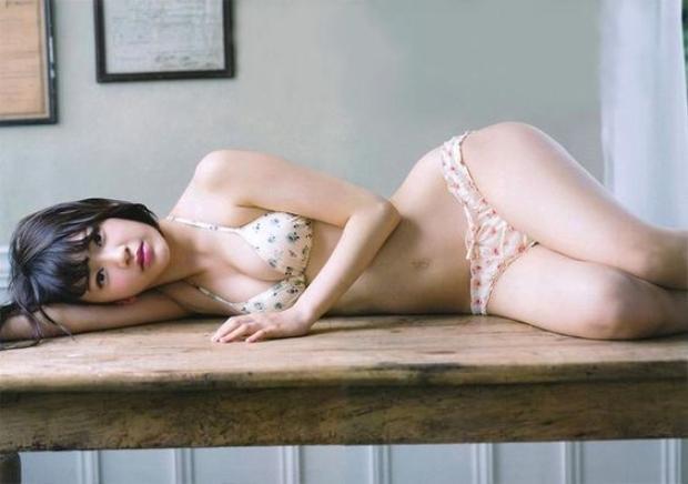 Cận cảnh thân hình siêu nóng bỏng của nữ thần Nhật Bản là center Produce 48 đầu tiên