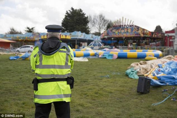 Cảnh sát đến hiện trường ngay sau khi vụ tại nạn xảy ra.