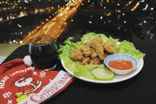 Món cánh gà chiên được Minh trình bày đẹp mắt.