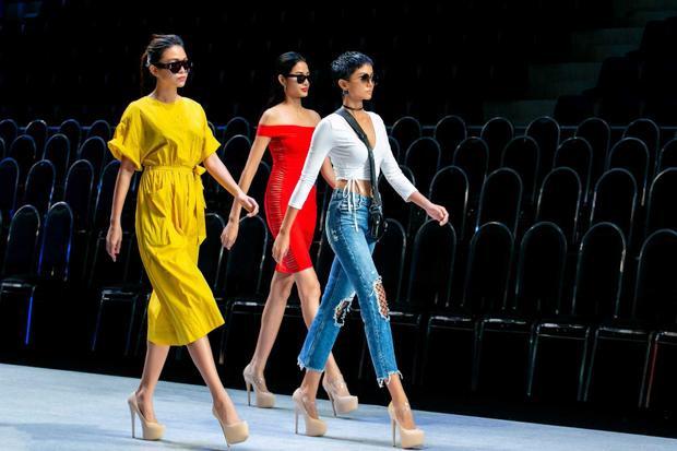 """Trước đó, các người đẹp có buổi chụp ảnh """"nhá hàng"""" cho bộ sưu tập, nhận được nhiều lời khen ngợi với tạo hình tóc ngắn đầy cá tính, cùng những trang phục lấy cảm hứng từ phong cách thời trang của Coco Chanel."""