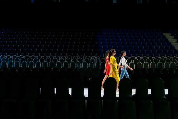 Ngoài top 3 HHHV Việt Nam, Buổi diễn tập còn có sự xuất hiện của dàn người mẫu khác, đặc biệt là Hoa hậu Việt Nam 2008 - Thùy Dung.