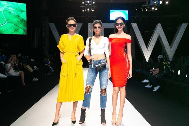 """Sau đêm diễn này, Hoa hậu H'Hen Niê còn tham gia đêm diễn bế mạc cho bộ sưu tập """"The Boyfriend's Jacket - Hãy mặc áo của anh"""" của nhà thiết kế Hà Linh Thư vào ngày 22/04."""