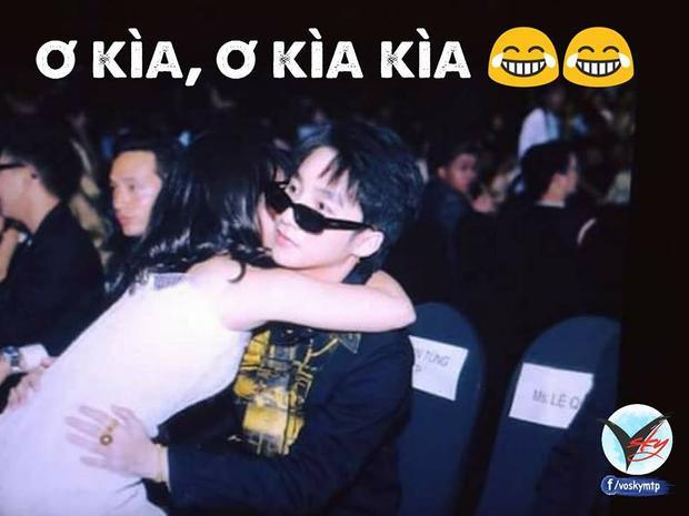 Sơn TÙng ngơ ngác khi fan đến ôm. (Nguồn: VOSKY - FC Sơn Tùng M-TP for VOZ)